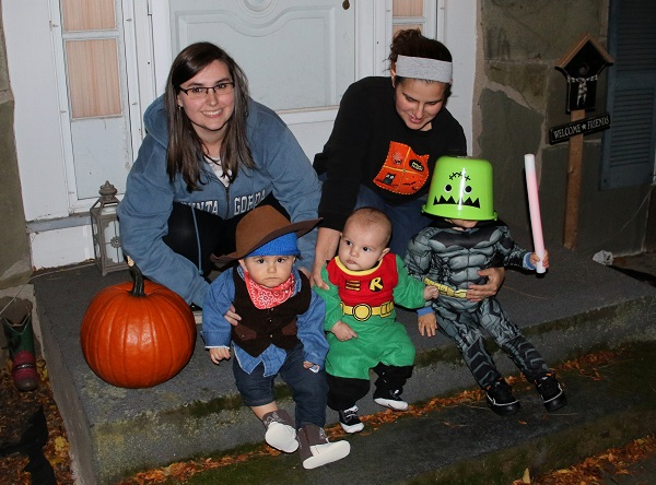 Cousins trick or treating!